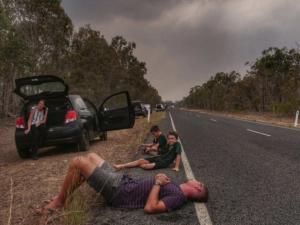 Queensland bushfire evacuee describes burning mountain